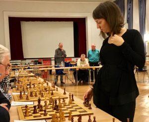 Read more about the article 100 Jahre Schachklub Durlach: Simultan mit Elisabeth Pähtz!